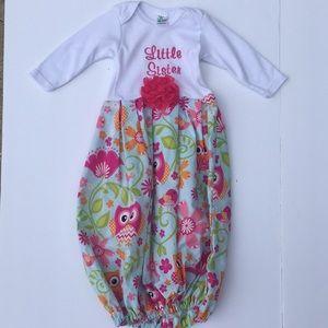 Laughing Giraffe newborn gown 0-3 Little Sister